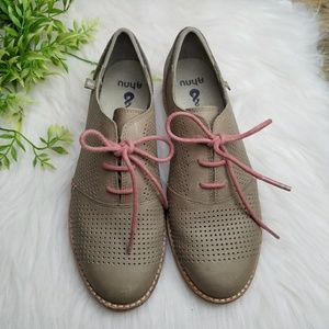 Ahnu Emeryville Perforated Taupe Leather Oxford
